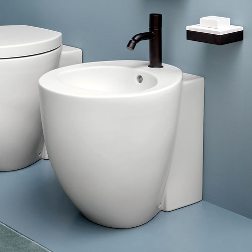 Reverse shape back to wall one hole bidet