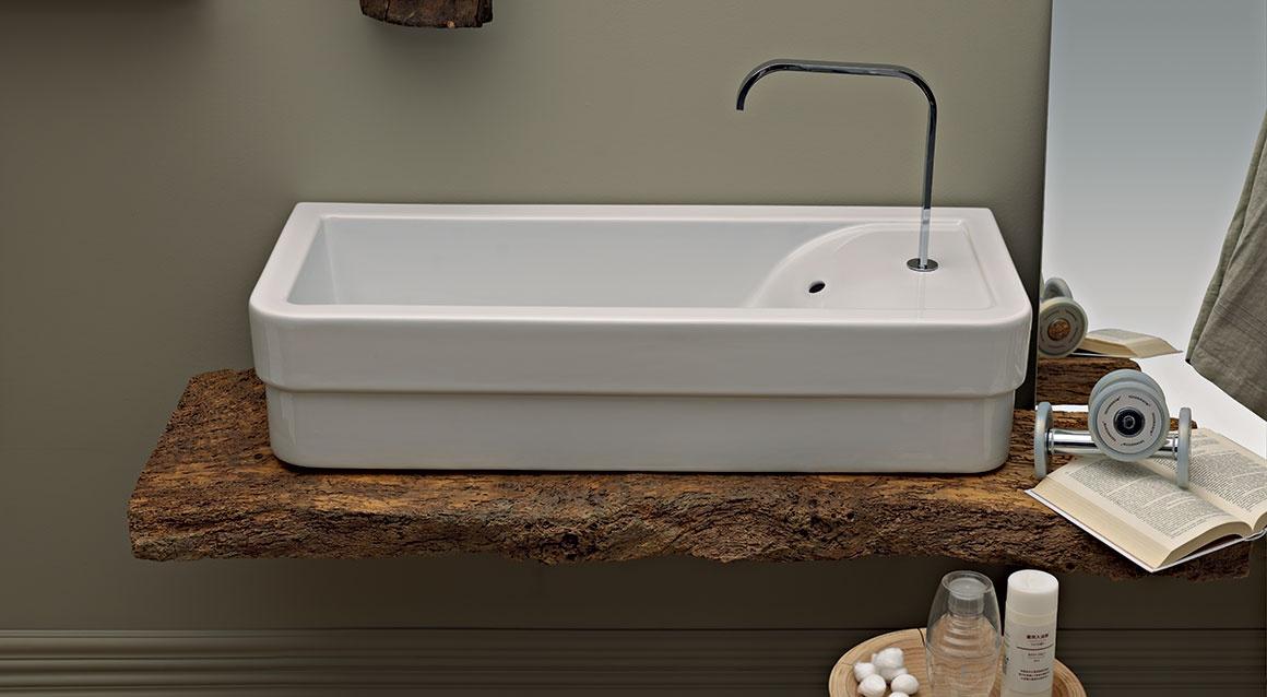 Wall-hung washbasin