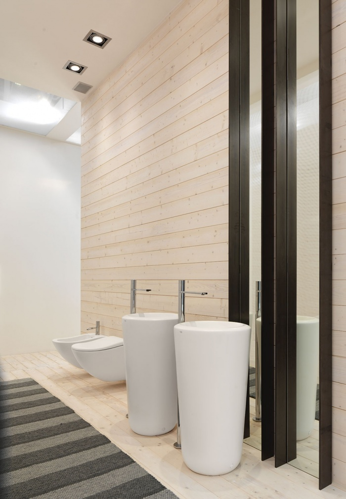 Freestanding Fluid washbasins finishes Bianco Lucido. Fluid wall hung wc  finishes Bianco lucido.