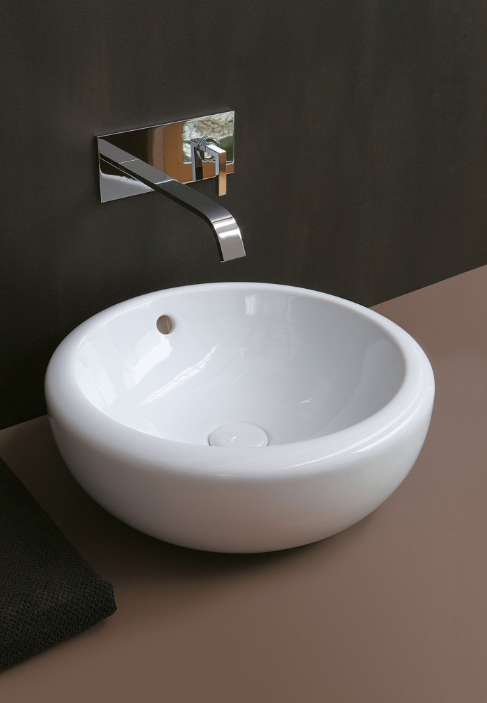 Gloss White Fluid45 washbasin.