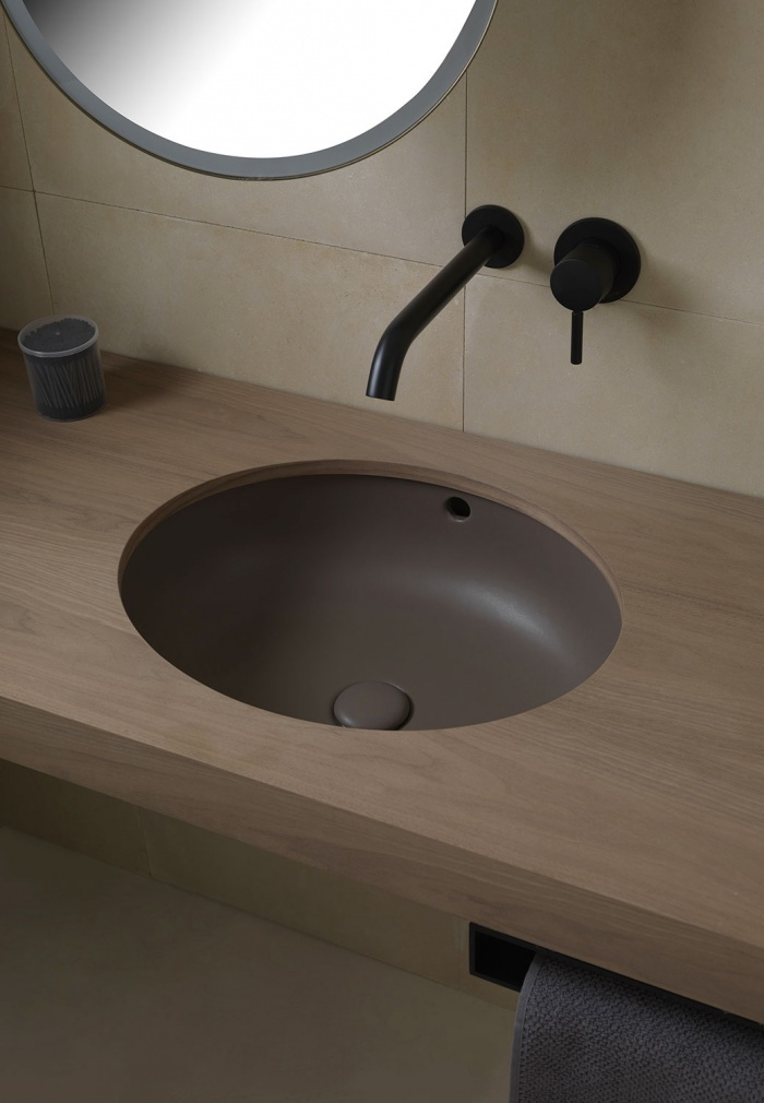Enjoy  undercounter oval washbasin Cacao finishes. Pluto mirror with light.