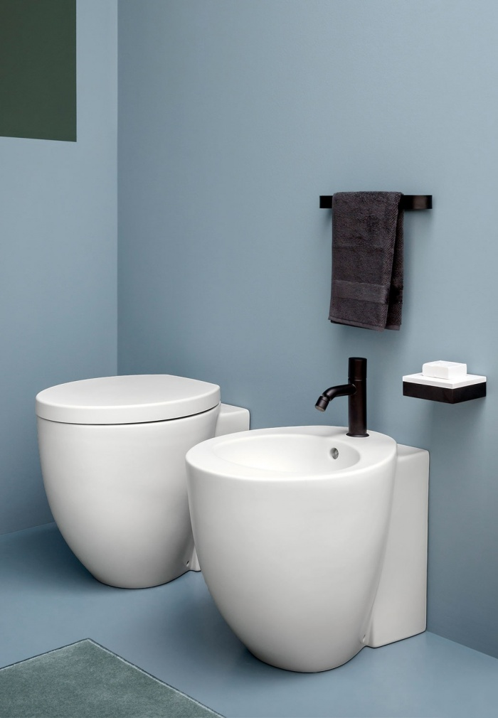 Back to wall wc and reverse shape bidet - Talco