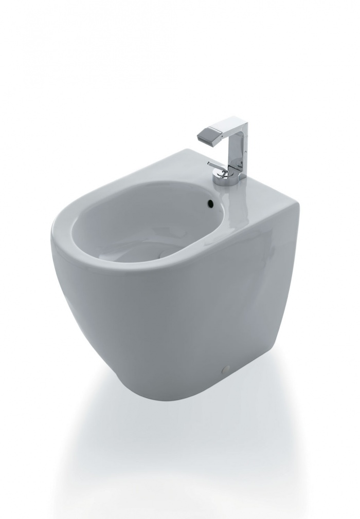 Smile Mini back to wall bidet Gloss white finishes.