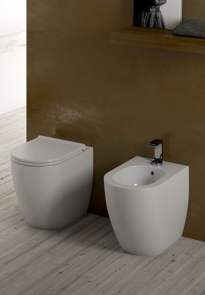 Smile Mini back to wall Wc and  Bidet Gloss white finishes.