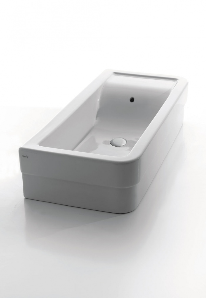 Comfort 100 washbasin. Glossy white finishes.
