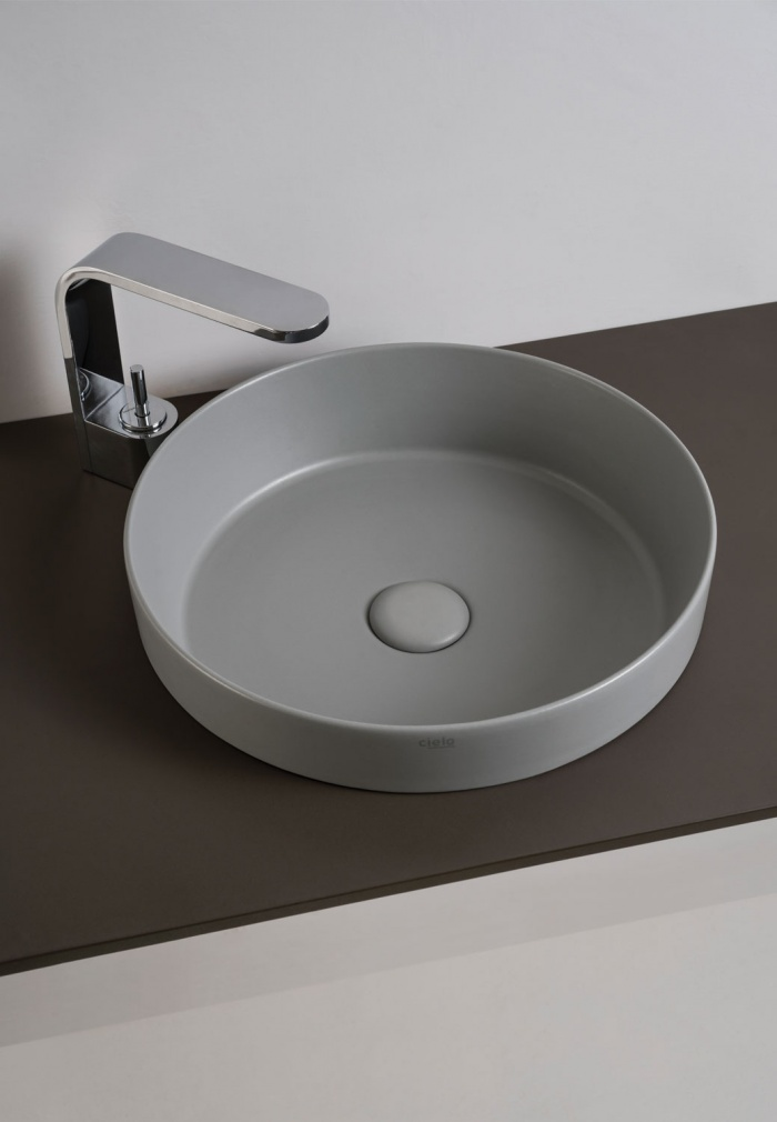 Enjoy semi-recessed round washbasin Brina finishes.