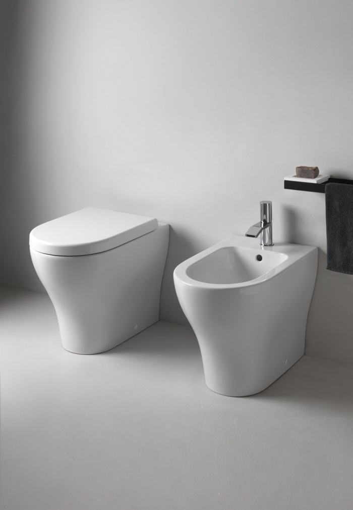 Enjoy  back to wall wc  and bidet Gloss white finishes.