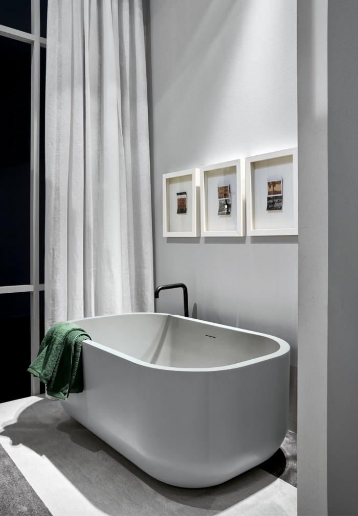 Dafne bath tub in LivingTec, Brina