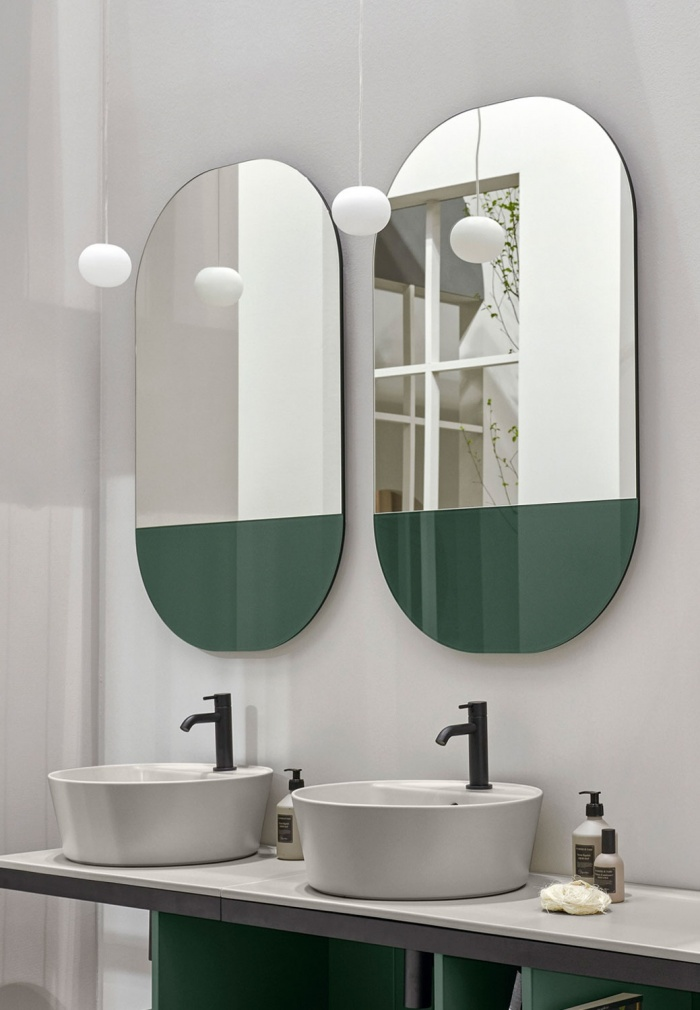 Eos mirror. Bottom colorful Muschio.