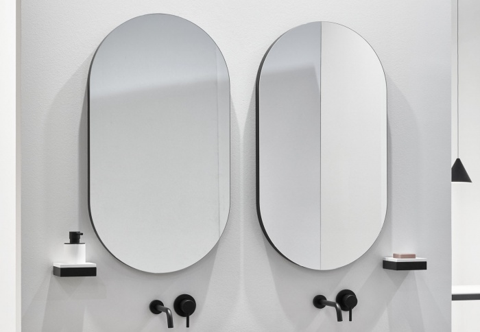 Oval mirror. Nero Matt finishes.