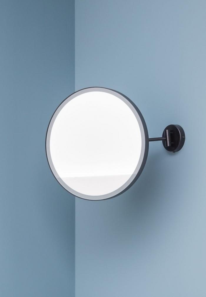Specchio Pluto con luce. Finitura Nero Matt.