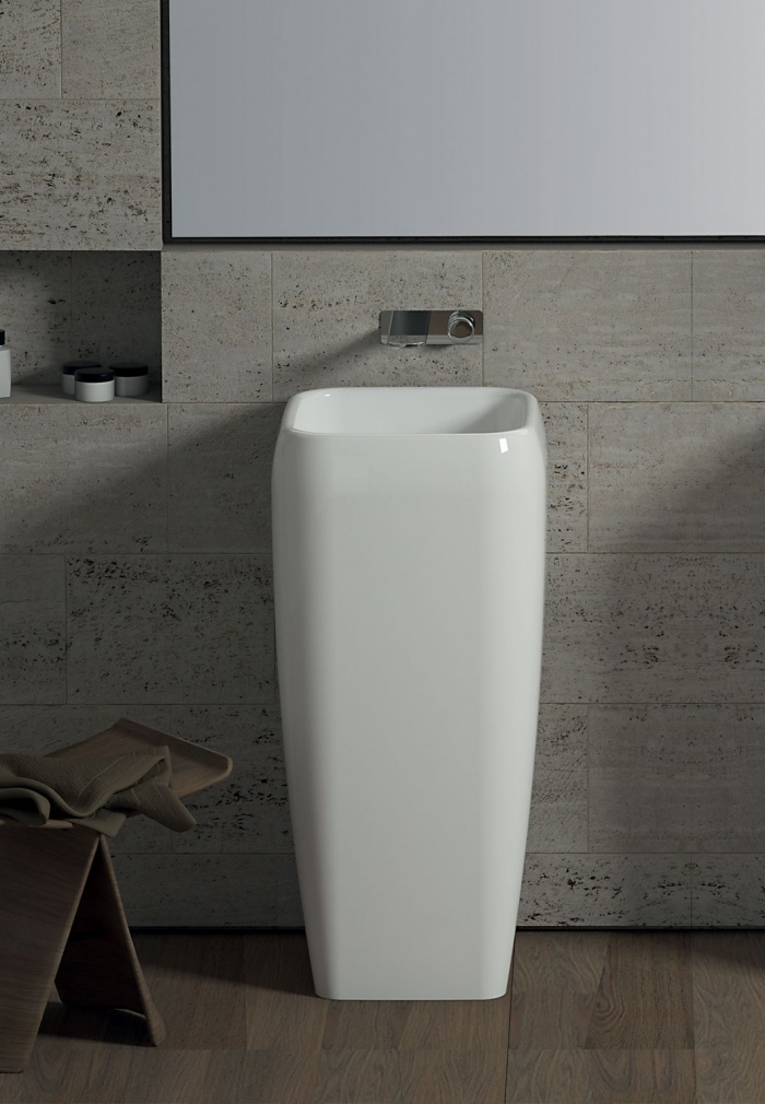 Freestanding washbasin - glossy white
