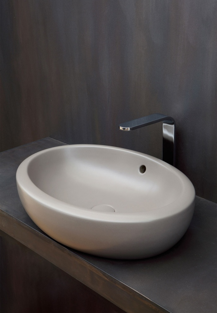 Fluid 60 Brina washbasin.