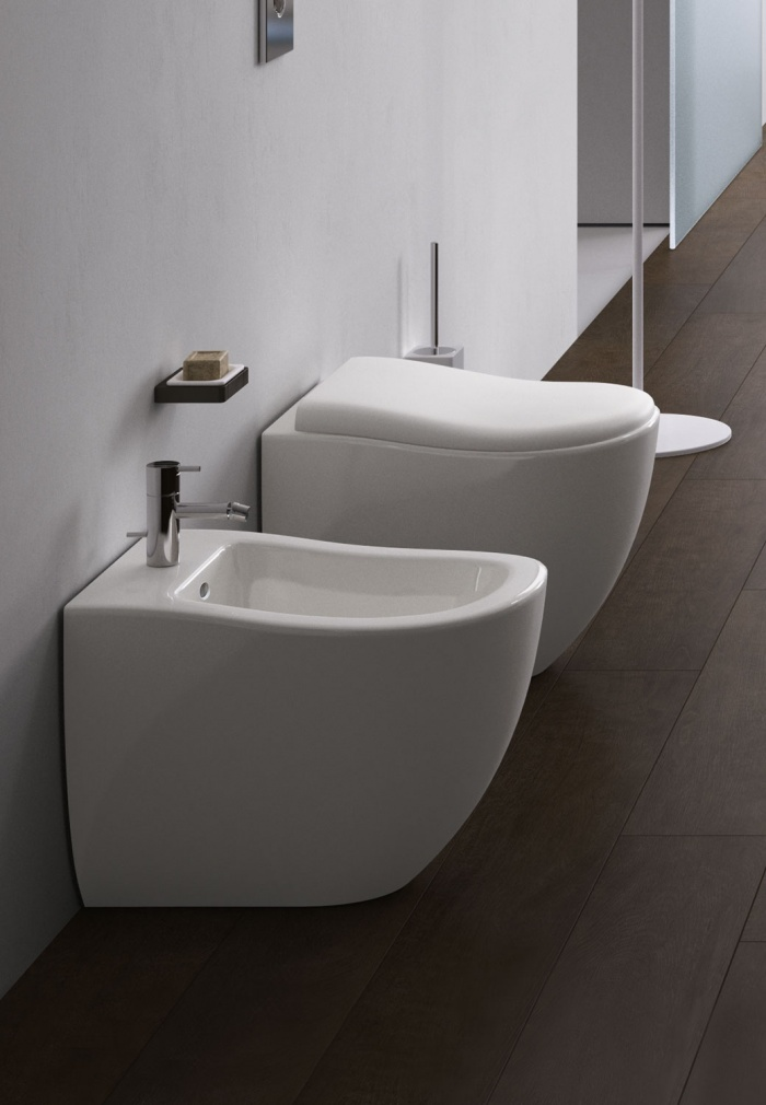 Back to wall wc and bidet. Glossy White finishes.