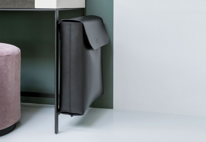 Black leather bag on Narciso Vanity