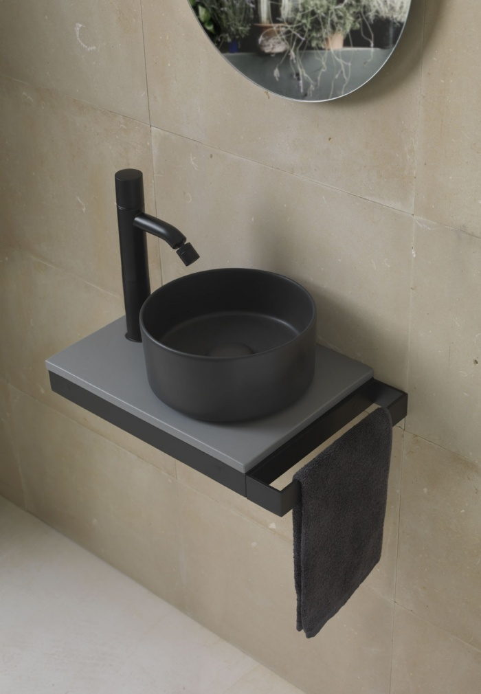 Minimultiplo: Lavagna Minimo washbasin, Brina countertop 40, Black Matt framework and towel rail