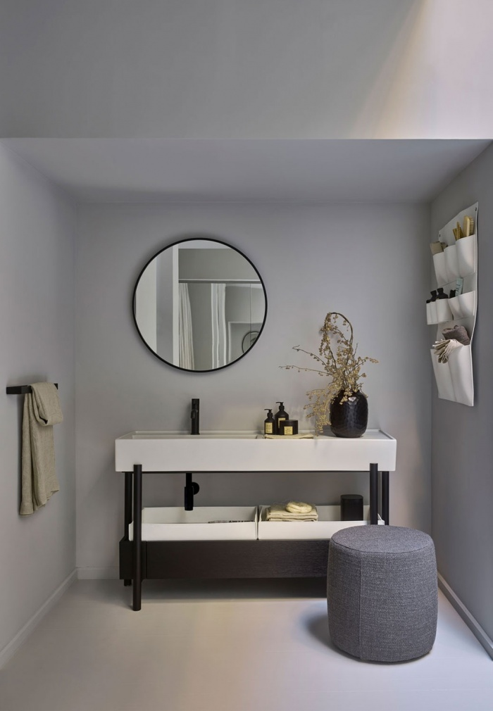 Plinio Pomice washbasin, Rovere Nero drawer and framework, Round mirror