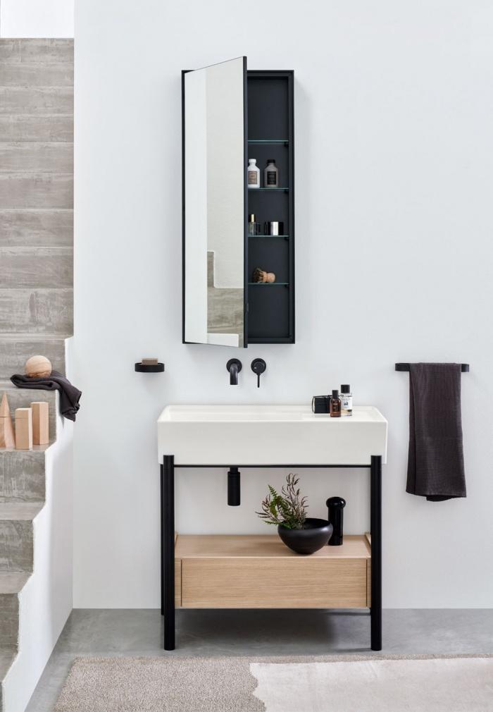 Plinio Talco basin 85. Rovere Naturale drawer. Matt Black framework. Simple Tall Box Matt Black mirror