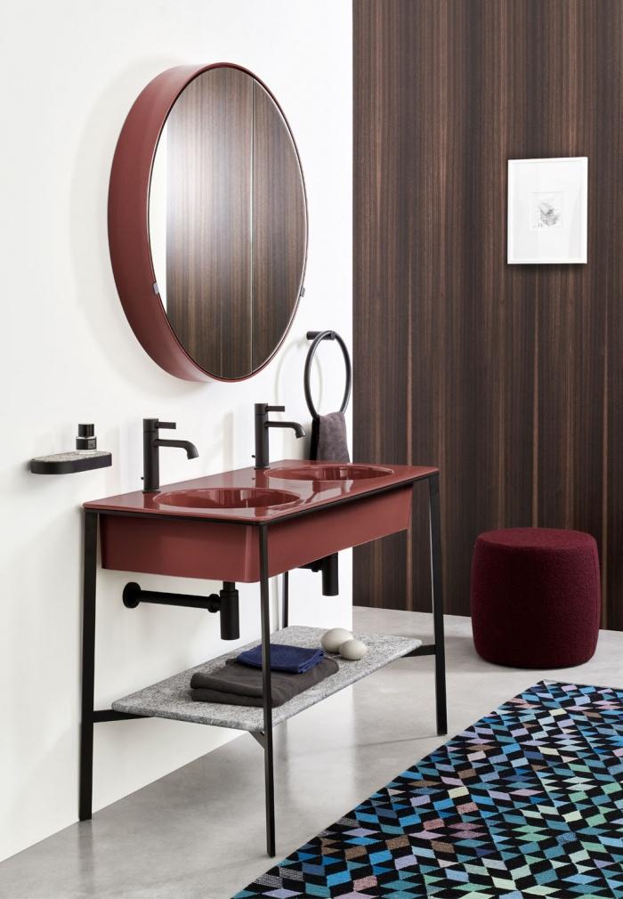 Corallo washbasin, Nero Matt framework of washbasin, Azul Noche shelf, Corallo Round Box mirror.