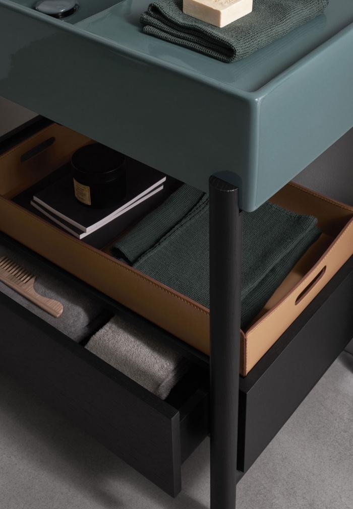 Plinio Smeraldo basin 85. Rovere Nero drawer. Rovere Nero framework.