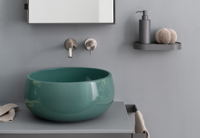 Multiplo 140: Tino on top bowl Smeraldo, top Brina, framework Cemento, Simple Tall Box mirrors Cemento